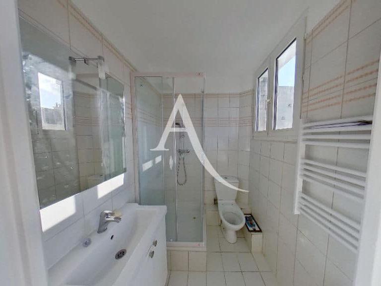 valerie immobilier alfortville: studio 20 m², salle de bain avec douche et wc