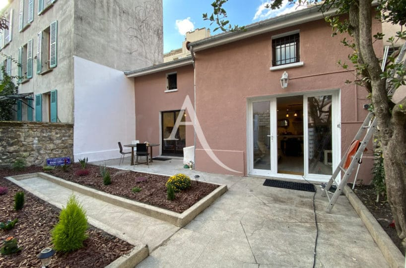 vente maison à charenton le pont: 4 pièces 90 m², entièrement rénovée (toiture, ravalement de façade), aperçu de la cour intérieure