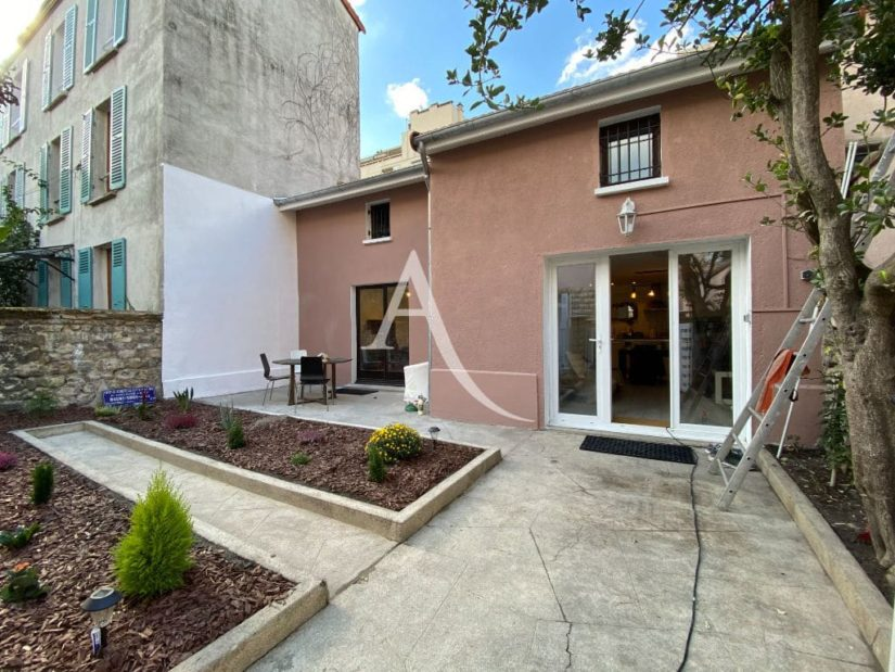 vente maison à charenton le pont: 4 pièces 90 m², entièrement rénovée (toiture, ravalement de façade), aperçu de la terrasse et jardin