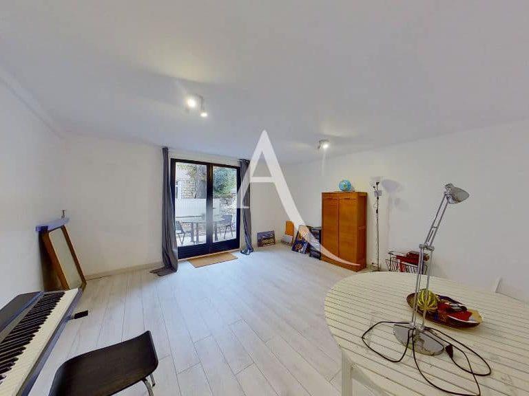 maison charenton le pont: 4 pièces 90 m², double séjour avec accès terrasse sur cour intérieure