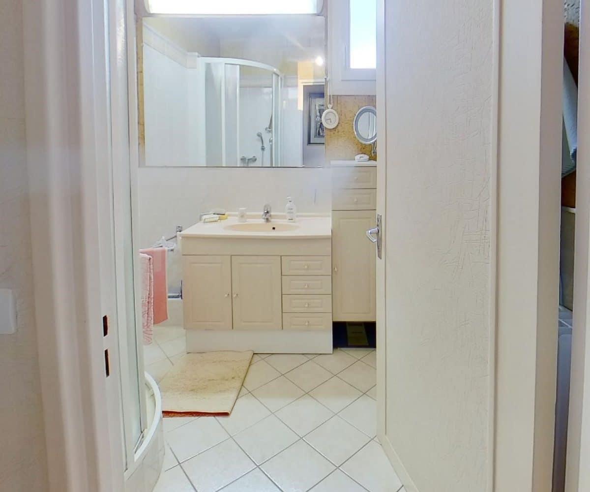 se loger maisons alfort: appartement 4 pièces 80 m², salle d'eau avec douche, wc séparé