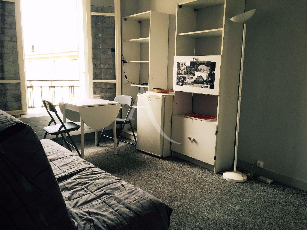 immobilier 94: studio meublé 16 m² refait à neuf, pièce principale