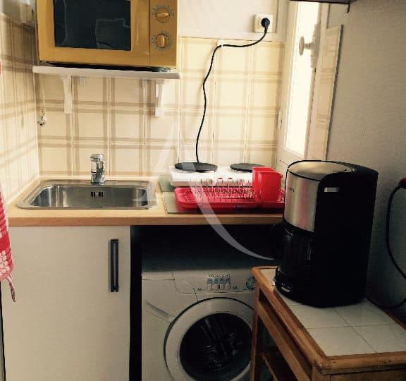 immo valerie: studio meublé 16 m² refait à neuf, coin cuisine avec lave-linge