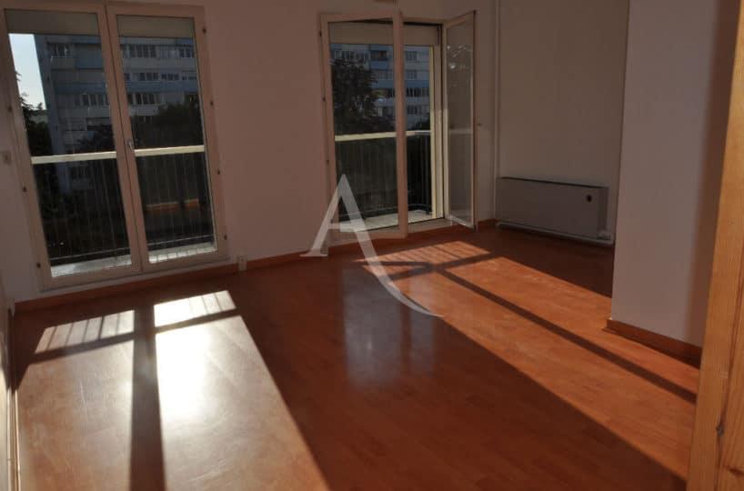agence immobiliere maisons-alfort: studio 30 m², pièce principale avec grand balcon