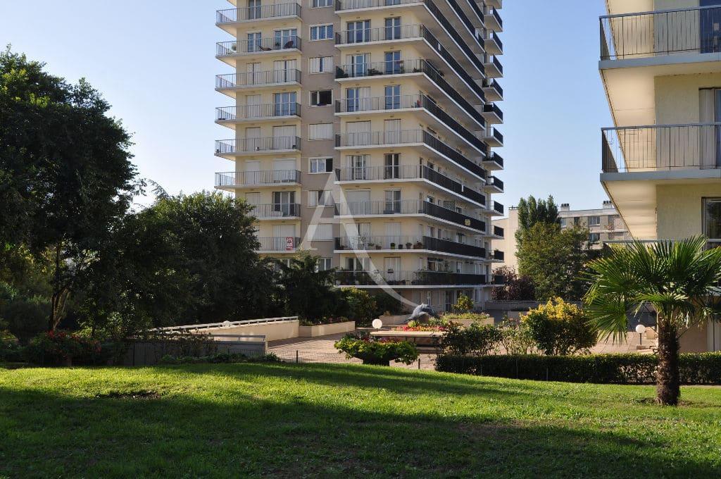 location immobiliere maisons alfort: studio 30 m², 3 étage, résidence arborée