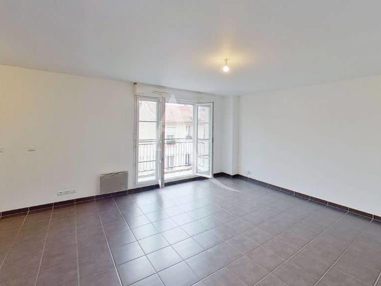 agence immobilière alfortville: appartement 2 pièces 49 m², grand séjour avec balcon