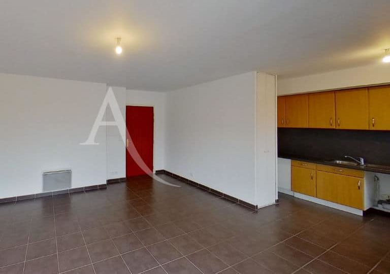 agence location immobiliere: appartement 2 pièces 49 m², cuisine aménagée ouverte sur séjour