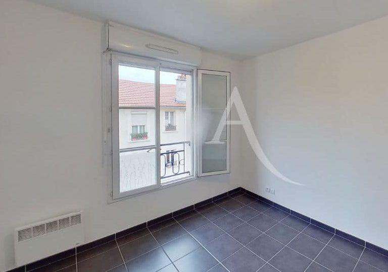 l adresse alfortville: appartement 2 pièces 49 m², chambre vue dégagée, volets roulants et placard intégré