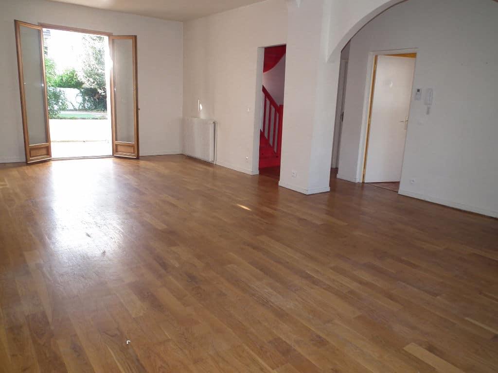 maison a vendre a alfortville: 6 pièces 179 m², séjour double, terrasse, jardin, box fermé