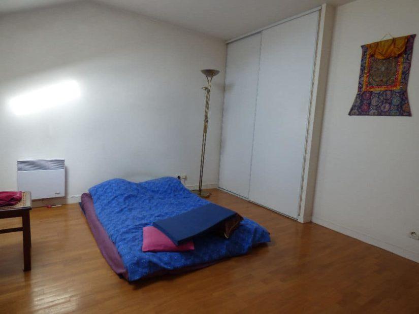 immo 94: appartement 2 pièces 43 m², chambre avec bureau intégré, placard de rangements