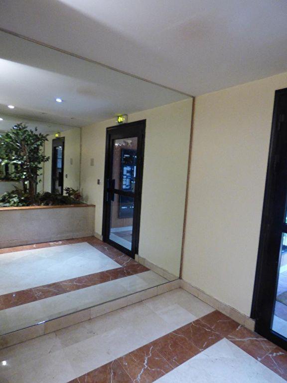estimer appartement alfortville: studio 26 m², au 4° étage d'une résidence standing avec ascenseur