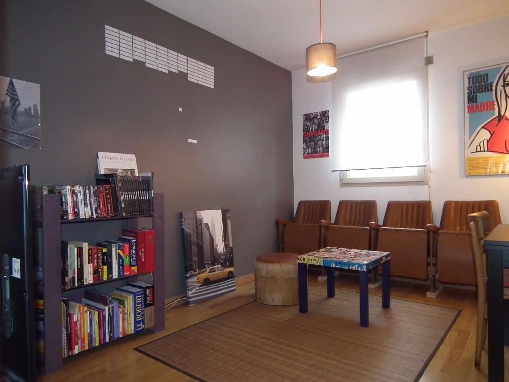 agence immobilière 94: vente 3 pièces 56 m², séjour avec plafonnier et parquet au sol, alfortville