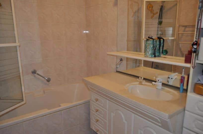 appartement maison alfort: 3 pièces 60 m², salle de bain avec baignoire, wc séparé