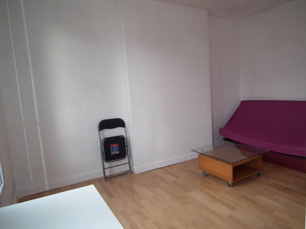agence immo alfortville: studio 22 m², coin chambre à coucher, bon état général