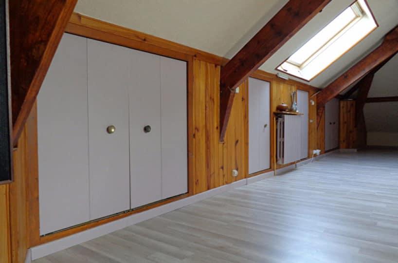 l'adresse alfortville: maison 6 pièces 143 m², grenier, bon état général, rangements