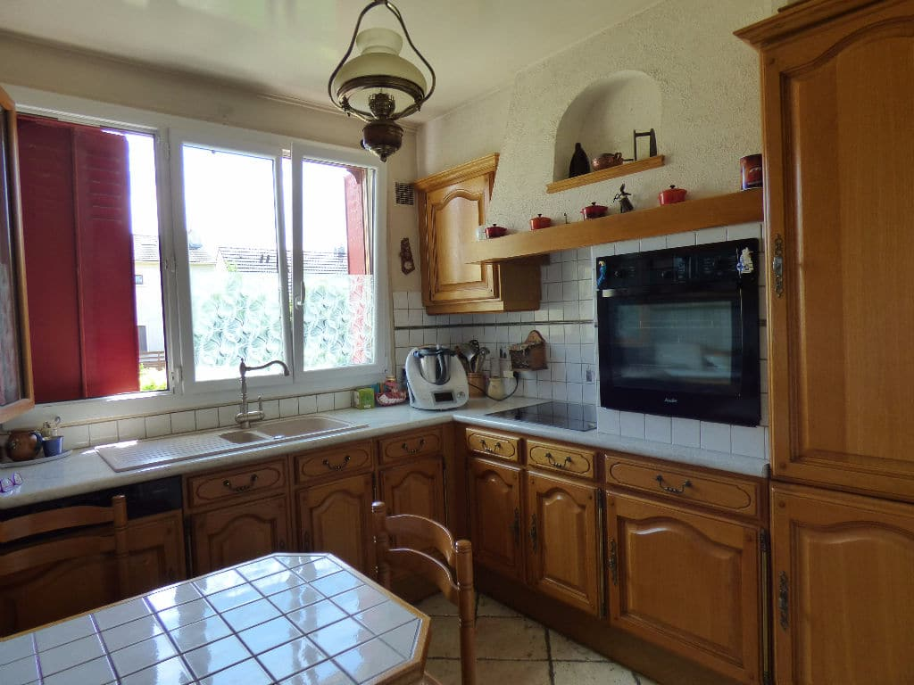 direct immobilier alfortville: maison 6 pièces, 1ère cuisine aménagée avec placards