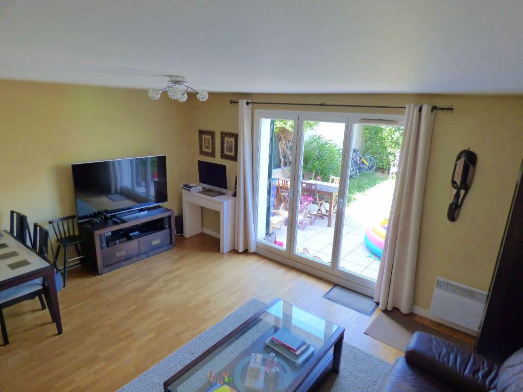 direct immobilier alfortville: maison 5 pièces 78 m², séjour donnant sur jardin