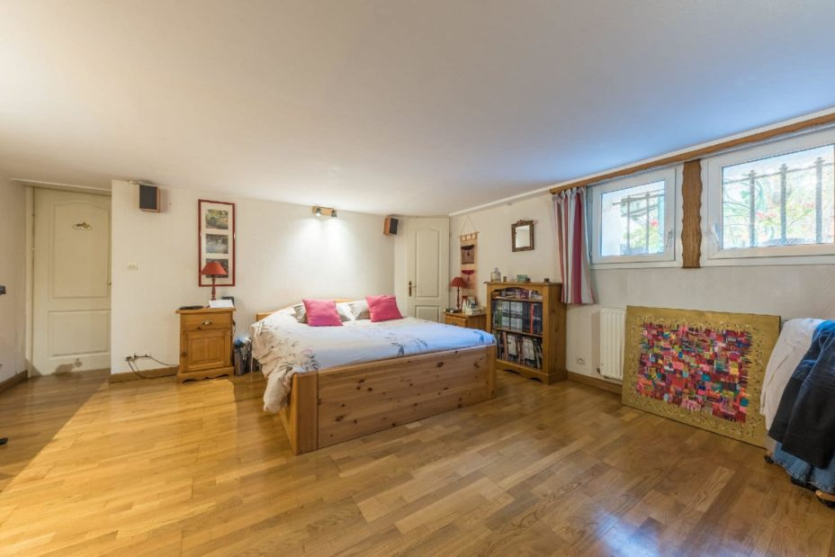 immobilier 94: maison 9 pièces 200 m², étage inférieur: belle chambre spacieuse
