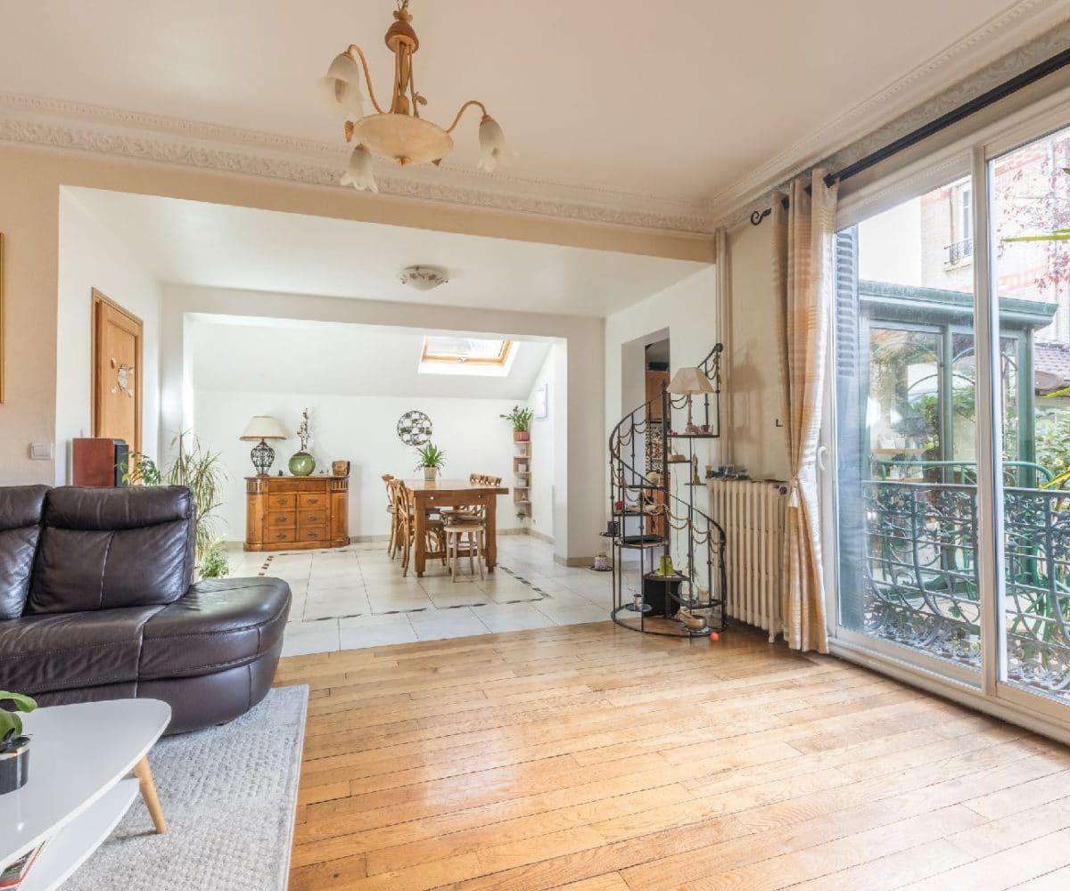 l adresse immobilier: maison 9 pièces 200 m², salon lumineux, grande baie vitrée