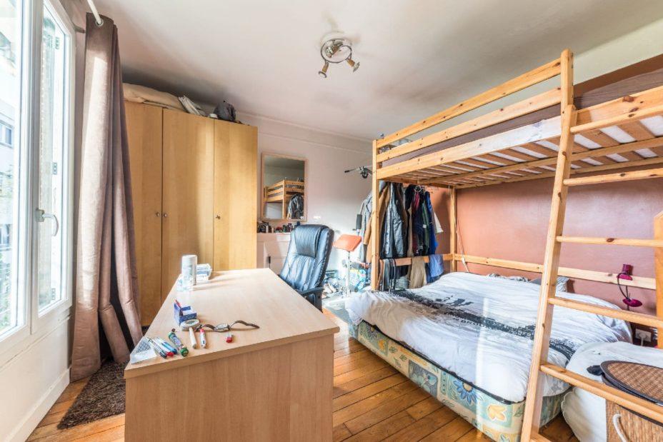 l4adresse: maison 9 pièces 200 m², à l'étage: chambre avec parquet au sol