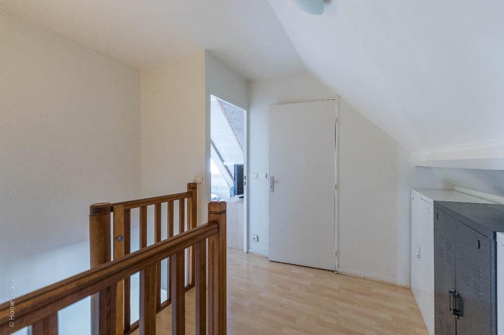 agence de la mairie charenton: appartement 3 pièces 74 m², escalier, pièces du 1er étage