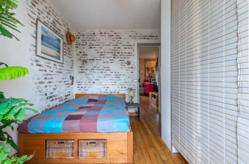agence immobilière 94: 2 pièces 43 m², chabre à coucher, briques apparentes au mur