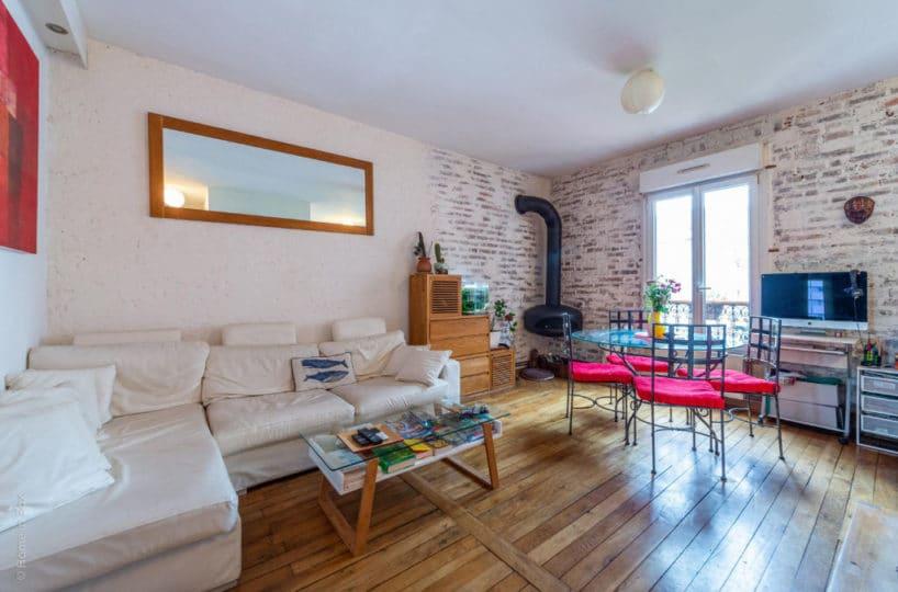 immobilier 94: vente 2 pièces 43 m², pièce à vivre, poêle à bois, briques apparentes