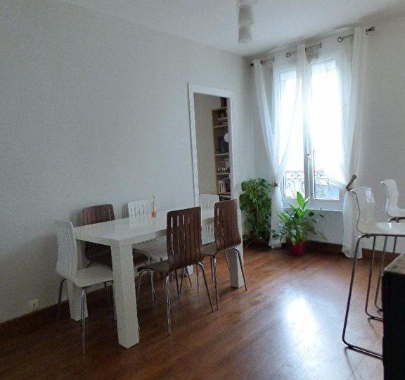 faire estimer appartement alfortville: 3 pièces 50 m², séjour avec parquet au sol