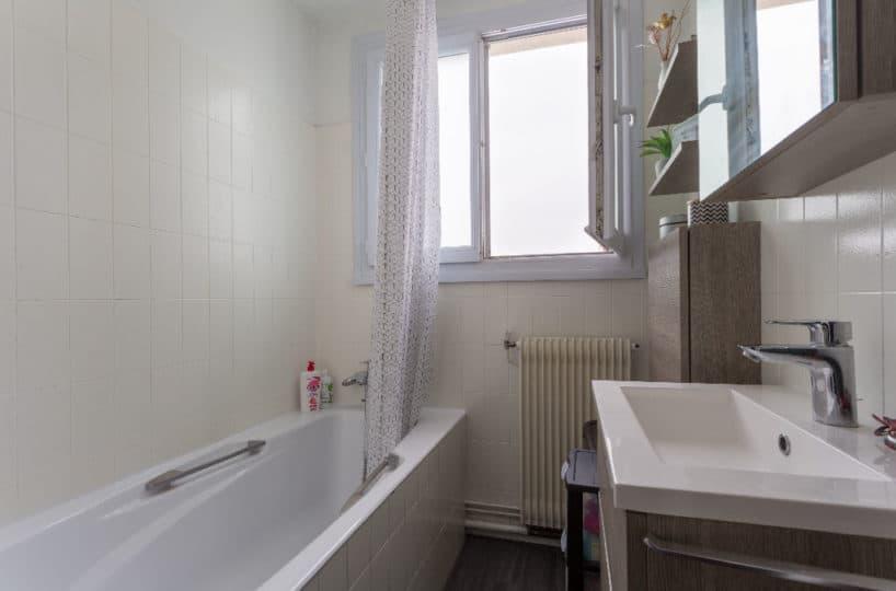 faire estimer appartement alfortville: 3 pièces 74 m², salle de bains avec fenêtre