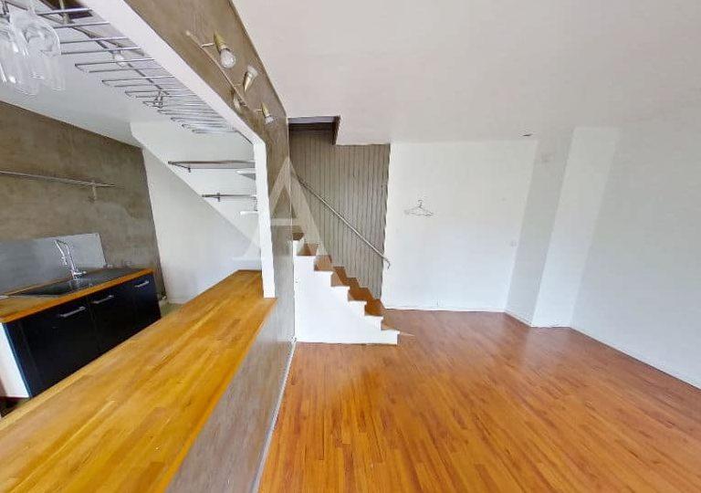 immobilier à vendre: maison 2 pièces 69 m², séjour, cuisine ouverte aménagée