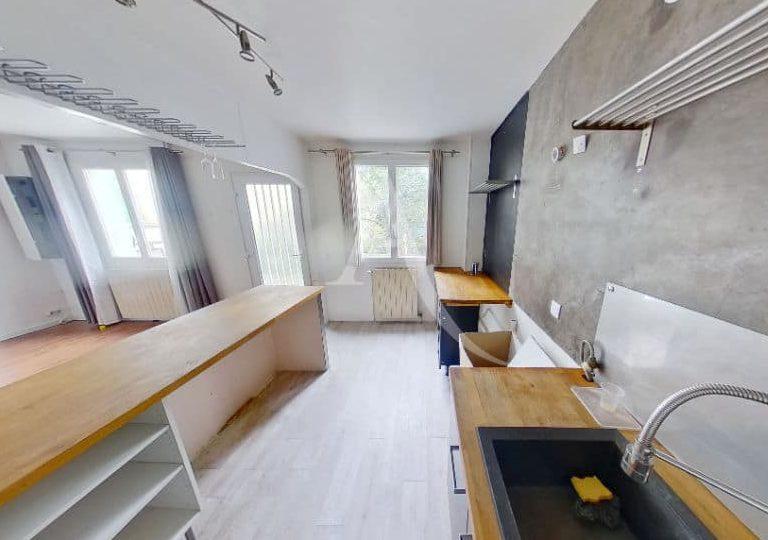 immobilier maison: maison 2 pièces 69 m², cuisine us aménagée ouverte sur le salon
