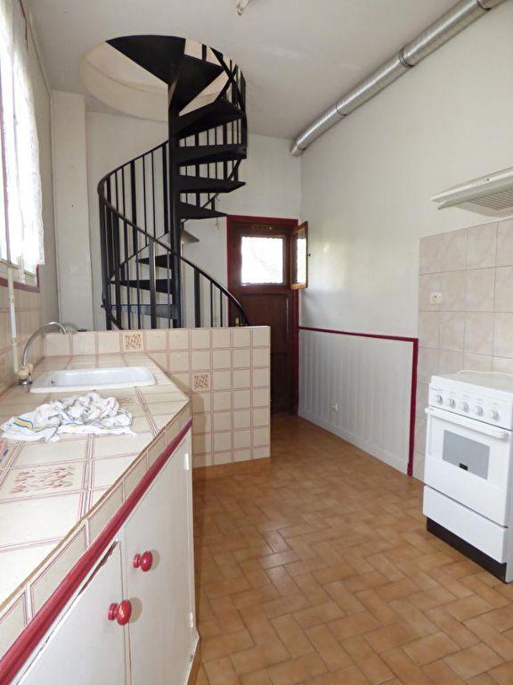 agence immo alfortville: 3 pièces 51 m², cuisine avec escaliers qui desservent l'étage
