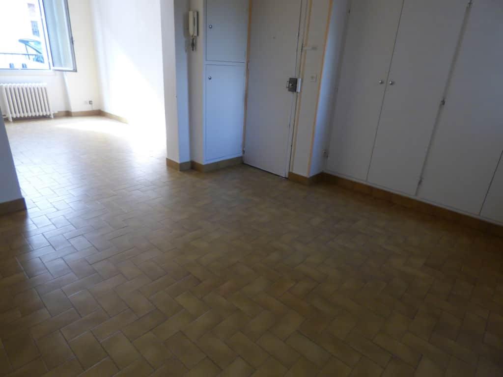 agence alfortville: 3 pièces 51 m², double séjour avec rangements près de la porte d'entrée