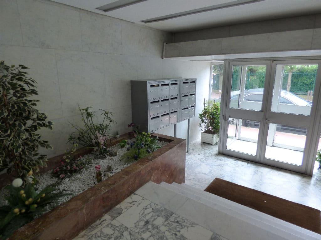 estimer appartement charenton: 4 pièces 72 m², hall d'entrée de la résidence, 4° étage/6