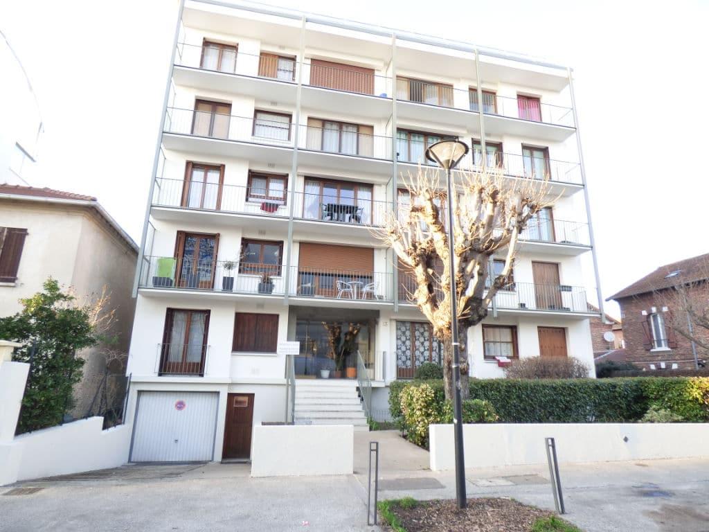 estimation appartement alfortville: 2 pièces 49 m² sur cour, balcon, cave, box, secteur centre ville