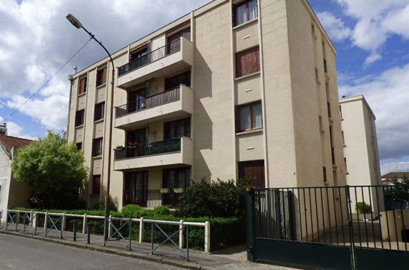 estimation appartement alfortville: 3 pièces 68 m², façade de l'immeuble avec balcon