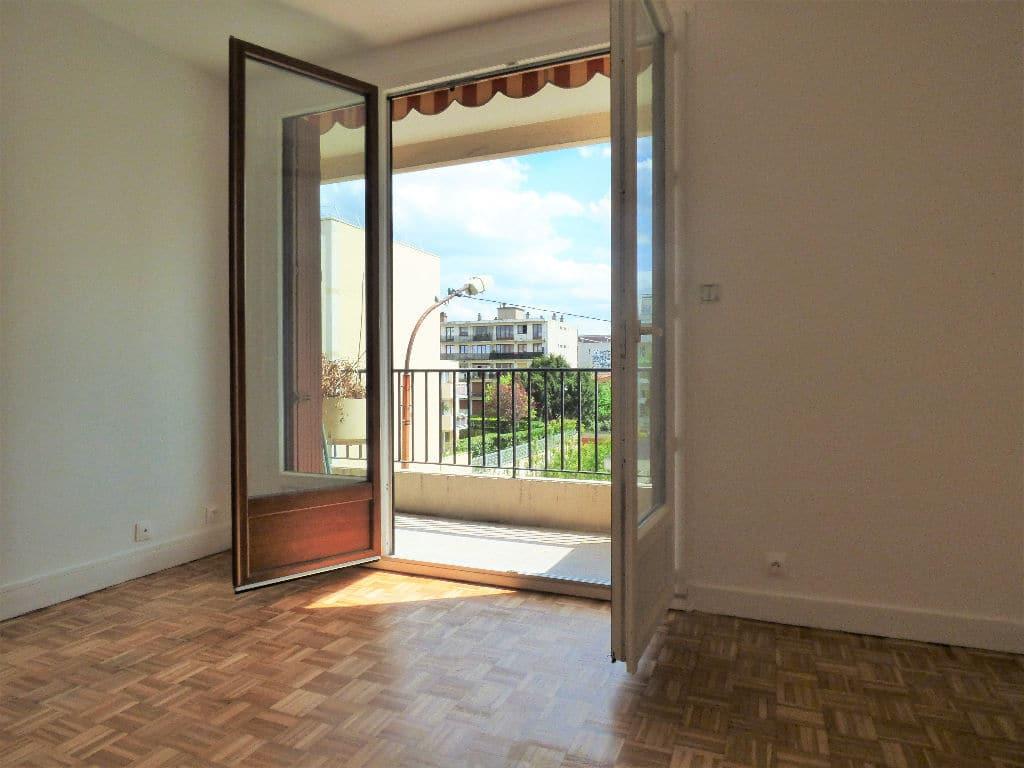 estimer appartement alfortville: 3 pièces 68 m², aperçu du balcon avec vue dégagée