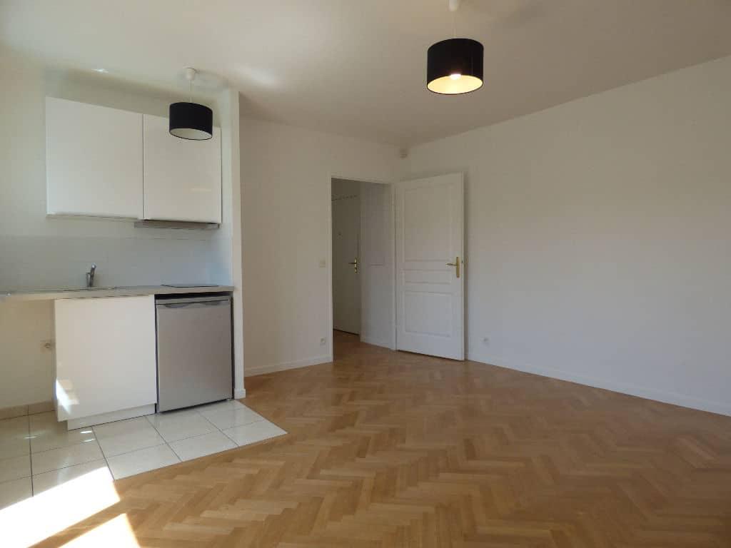 vendre appartement charenton: 2 pièces, séjour lumineux avec cuisine us aménagée