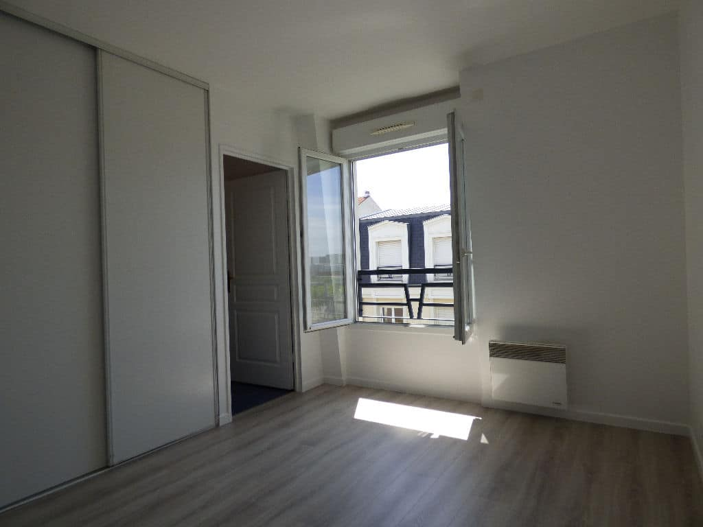 appartement charenton le pont: 2 pièces, chambre à coucher, armoire / penderie encastrée