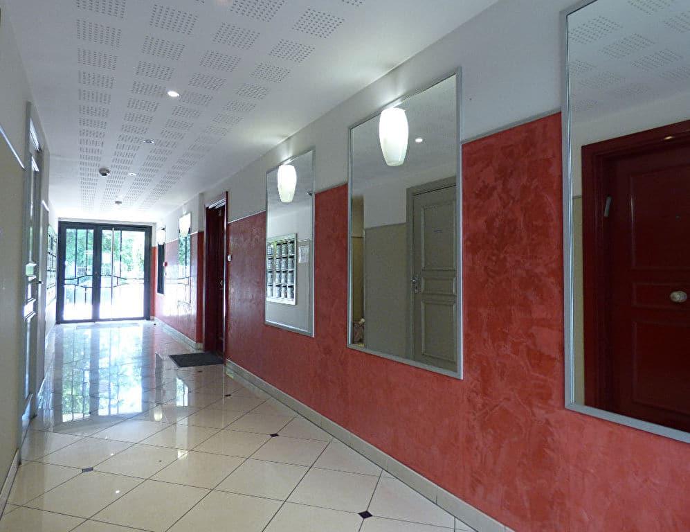 appartement à vendre à charenton-le-pont: 2 pièces, immeuble récent, interphone, digicode