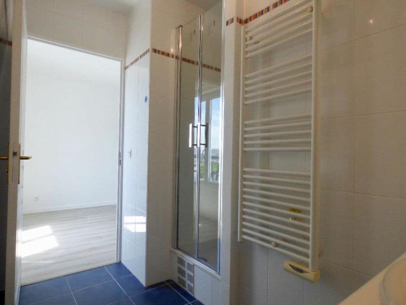 appartement à vendre à charenton le pont: 2 pièces, salle d'eau avec sèche-serviettes