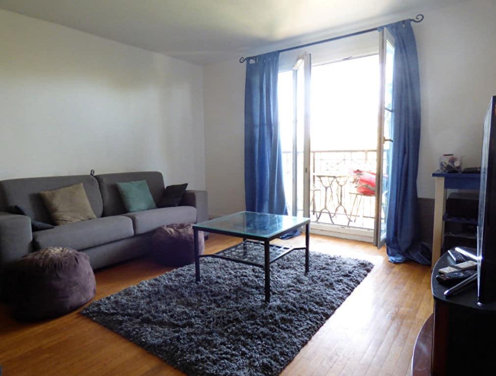 agence immo alfortville: 3 pièces 56 m², belle luminosité dans la pièce à vivre accès balcon