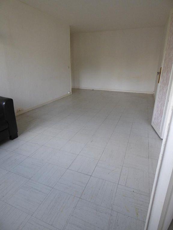 vente appartement 2 pieces alfortville: 2 pièces 53 m², séjour vu depuis la porte de la cuisine