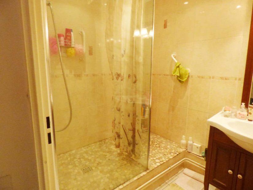agence immo alfortville: 3 pièces 70 m², salle d'eau avec douche et meuble vasque