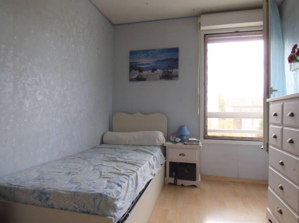 agence immo alfortville: 3 pièces 63 m², première chambre avec lit simple et rangements