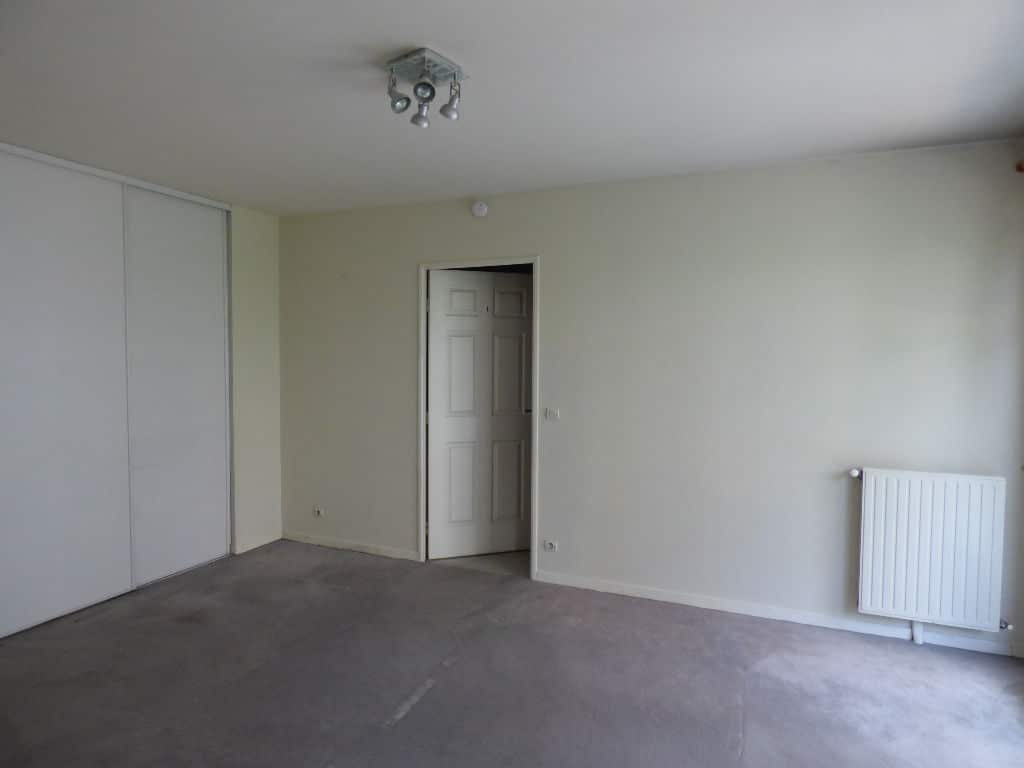 estimer appartement alfortville: 2 pièces 40 m², pièce à vivre qui dessert la chambre