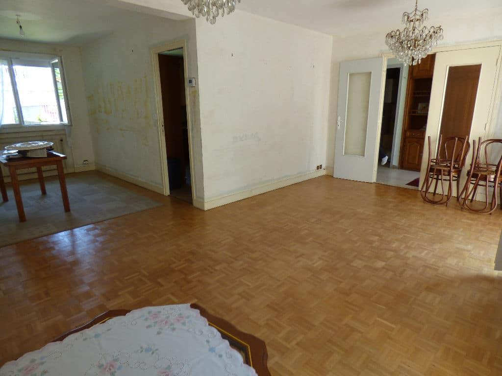 maison alfortville: 7 pièces 95 m², double séjour avec terrasse, lustres au plafond