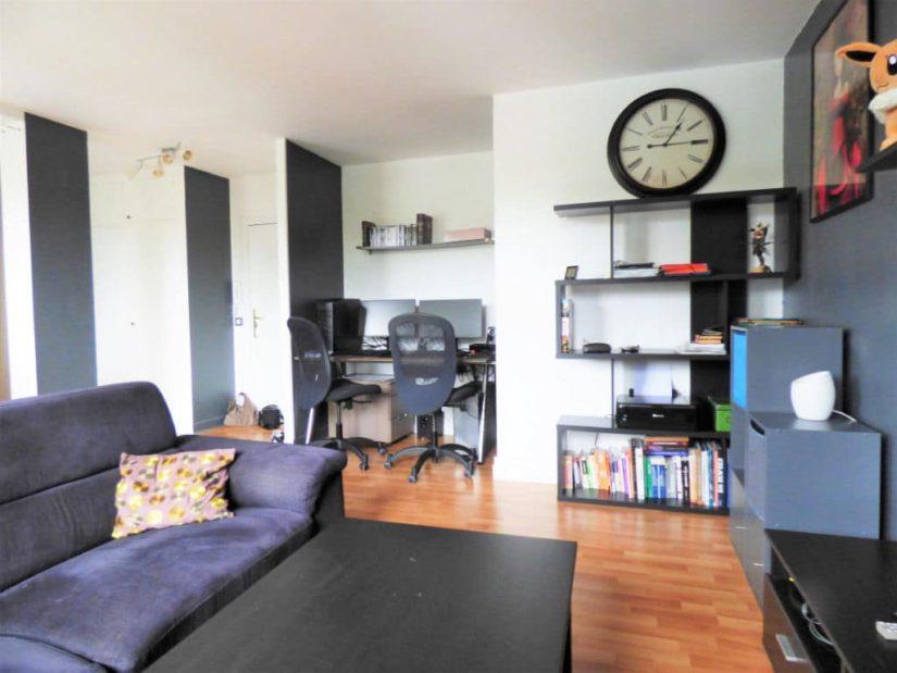 agence immo alfortville: 2 pièces 46 m², vue sur la porte d'entrée, espace bureau aménagé
