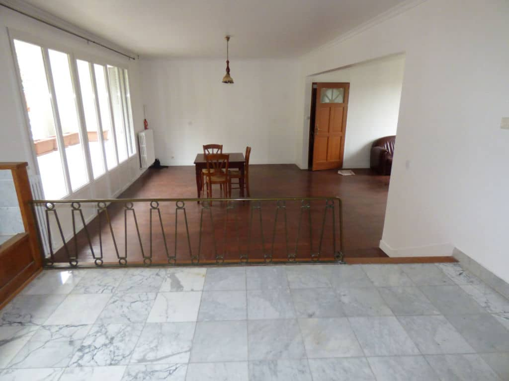 agence immo alfortville: 5 pièces 126 m², cuisine semi-élevée avec marches