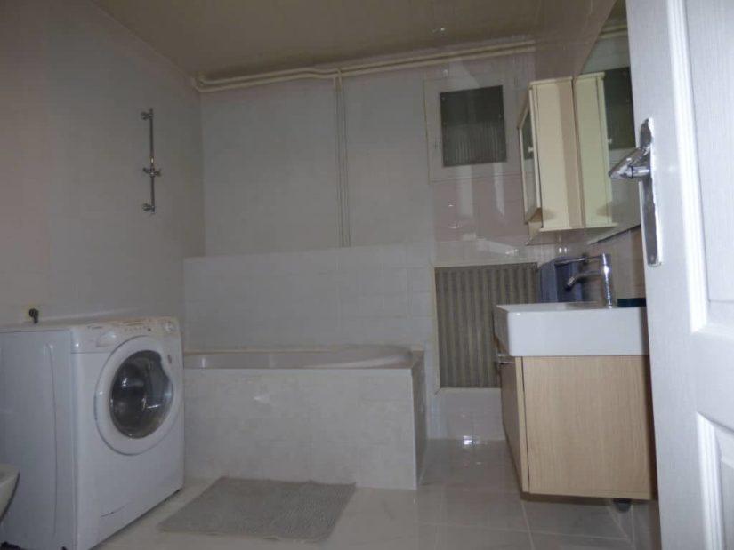 gestion locative alfortville: 5 pièces 126 m², salle de bains avec miroir / vasque et wc